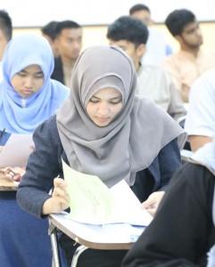 Foto Peserta Ujian SPMB Mandiri 2015 sedang mengikuti ujian