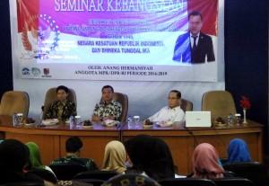 Jauhari Azizy, MA (Kiri), Anang Hermansyah (Tengah), Prof. Dr. Thib Raya, MA (Kanan)