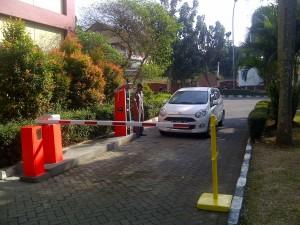 UIN Jakarta Pasang Palang Pintu Otomatis