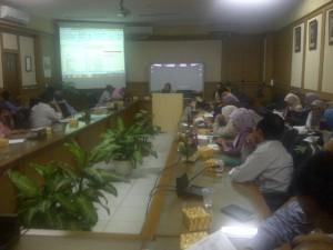 Kepala Biro AUK Retih Indarsih menyampaikan laporan evaluasi e-PUPNS UIN Jakarta