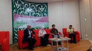 Ketua LP2M Dr. M. Arskal Salim GP MA saat membuka workshop Pengelolaan Hak Kekayaan Intelektual (HKI) bagi seluruh dosen di Ruang Diorama, Kamis (28/01). Workshop bertujuan menumbuhkan kesadaran dosen untuk menghasilkan produk penelitian berbasis Hak Paten.