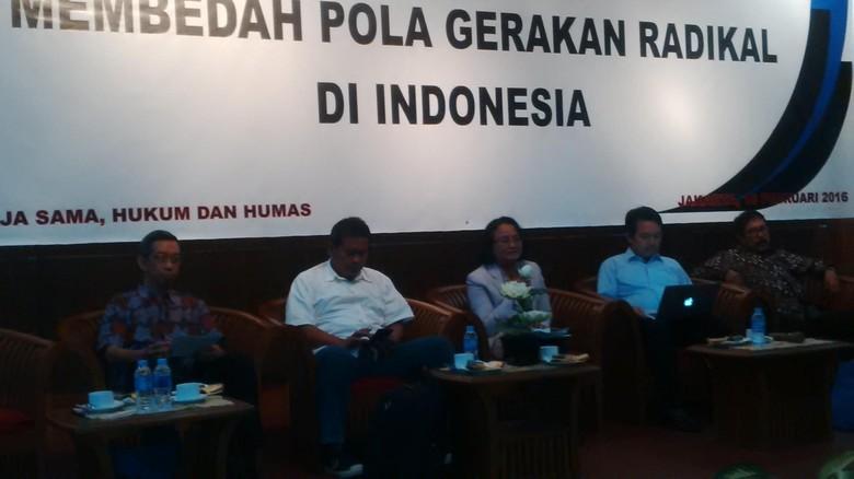 Membedah Pola Gerakan Radikal di Indonesia' yang digelar Lembaga Ilmu Pengetahuan Indonesia (LIPI) di Gedung Sasana Widya Sarwono, LIPI, Jakarta, Kamis (18/2/2016)