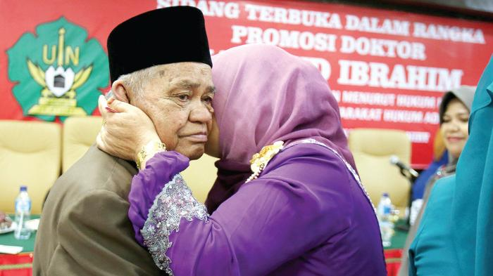 Memasuki usia 86 tahun, Mahmud Ibrahim mampu meraih gelar doktor untuk Program Studi Fiqih Modern di UIN Ar-Raniry Banda Aceh