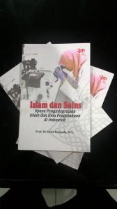 Islam dan Sains: Upaya Pengintegrasian Islam dan Ilmu Pengetahuan di Indonesia adalah buku baru Rektor UIN Jakarta Prof. Dr. Dede Rosyada MA. Editor buku ini, Prof. Dr. Murodi MA, Wakil Rektor Bidang Kerjasama UIN Jakarta.