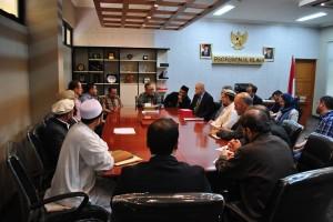 Empat kampus ternama di Afganistan melakukan kunjungan ke UIN Jakarta dalam rangka penguatan kajian hukum. Kunjungan yang dipimpin oleh Duta Besar Afganistan Amanullah Salieem ini diterima langsung oleh rektor Prof Dr Dede Rosyada MA di ruang kerjanya, Selasa (26/04).