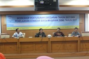 UIN Jakarta menggelar workshop penyusunan anggaran tahun 2017 dan Standar Biaya Masukan (SBM) 2017 di Ruang Diorama Harun Nasution, Selasa (26/04). Kegiatan dilakukan dalam rangka perbaikan kualitas penganggaran melalui implementasi standar biaya.