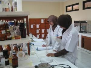 UIN Jakarta memberi pelatihan riset kepada 80 mahasiswa dari berbagai fakultas. Kegiatan yang dijadwalkan berlangsung Jumat-Sabtu (29-30/04) diselenggarakan Bagian Kemahasiswaan dan Alumni bekerjasama dengan Lembaga Penelitian dan Pengabdian kepada Masyarakat (LP2M) dan Pusat Penelitian dan Penerbitan (Puslitpen).