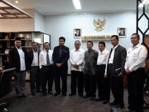 UIN Jakarta menandatangani kerjasama dengan Universiti Sains Islam Malaysia (USIM). Penandatanganan kerjasama dalam bidang hukum dan peningkatan mutu pendidikan terutama dalam hal penelitian serta pertukaran mahasiswa tersebut bertempat di Ruang Sidang Utama (RSU), gedung rektorat lantai II, Senin (30/05).