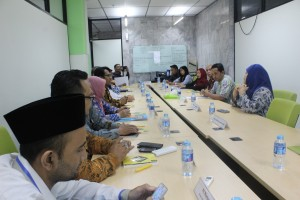 Pusat Layanan Hukum dan Bantuan Hukum (PLHBH) UIN Jakarta melakukan kunjungan ke Kantor Badan Legislasi dan Layanan Hukum Universitas Indonesia (UI). Kunjungan tersebut bertujuan untuk studi banding mengenai peningkatan dan manajemen pelayanan hukum di perguruan tinggi. Pertemuan tersebut berlangsung di ruang rapat Badan Legislasi dan Layanan Hukum UI lantai 6, Selasa (24/05).