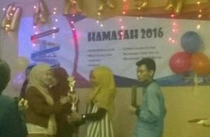Dewan Eksekutif Mahasiswa Fakultas Dirasat Islamiyah (DEMA FDI) resmi menutup festival Harakah Musabaqah al Lughah al Arabiyyah (HAMASAH) se-Indonesia di Aula FDI, Kamis (26/05). Festival selama empat hari ini diisi serangkaian kompetisi yang melibatkan mahasiswa dan santri, seminar, dan penandatangan kerjasama dekanat dengan berbagai lembaga pemerintah dan pendidikan.