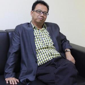 : Prof. Dr. Sukron Kamil, MA (Dekan dan Guru Besar Fakultas Adab dan Humaniora)