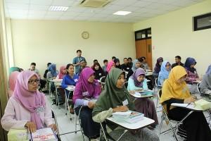 Pusat Pengembangan Bahasa (PPB) UIN Jakarta kembali dipercaya oleh Lembaga Pengelola Dana Pendidikan (LPDP) Kementrian Keuangan RI, untuk menjadi mitra kerjasama dalam rangka pengayaan bahasa program afirmasi. Acara pembukaan program ini dilaksanakan di ruang 3012 Gedung Pusat Pengembangan Bahasa (PPB), Selasa (03/05).