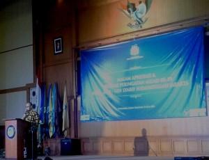 Rektor UIN Jakarta Prof. Dr. Dede Rosyada, MA memberikan sambutan pada malam apresiasi dan puncak milad ke-59 ADIA/IAIN/ UIN Syarif Hidayatullah Jakarta, bertempat di Auditorium Harun Nasution, Rabu (01/06).