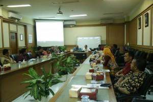 UIN Jakarta menerima kunjungan tim IAIN Jambi, rombongan yang berjumlah 20 orang tersebut, diterima oleh Wakil Rektor Bidang Kerjasama antar Lembaga Prof Dr Murodi MA di Ruang Sidang Utama, Kamis (2/6).