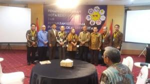 Komisi Pemberantasan Korupsi (KPK) dan UIN Syarif Hidayatullah Jakarta (UIN Jakarta) menandatangani nota  kesepahaman dan perjanjian kerjasama (PKS)  tentang pemanfaatan informasi dan publikasi ilmiah, di ruang Aula KPK, Rabu (15/6).