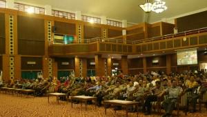 Segenap sivitas akademik UIN Jakarta mengikuti acara Halal Bi Halal 1437 H, bertempat di Auditorium Harun Nasution, Jumat (15/7).