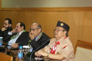 Almarhum Prof Dr Moh. Matsna HS (kanan) saat menerima kunjungan tamu delegasi International Union Muslim Scouts (IUMS) Uni Emirat Arab di Ruang Diorama kampus UIN Jakarta pada 11 Juni 2013.