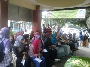 Pusat Pengembangan Bahasa (PPB) UIN Jakarta mulai mengadakan tes kemampuan bahasa Inggris (TOEFL) dan bahasa Arab (TOAFL) bagi seluruh mahasiswa baru yang telah melakukan daftar ulang. Rabu (26/7)