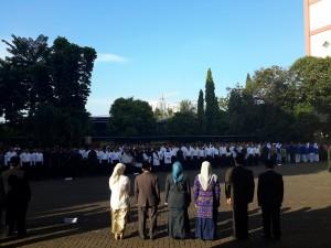 Seluruh pimpinan, sivitas akademik, dan karyawan UIN Jakarta menggelar upacara Hari Ulang Tahun Republik Indonesia (HUT RI) ke-71. Rabu (17/08)