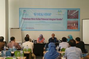 PSGA UIN Jakarta lakukan review atas buku ajar gender di Gedung Diorama UIN Jakarta, Rabu (10/08).  Review dilakukan mengingat pendidikan gender menjadi kunci atas realisasi kesetaraan gender di lingkungan universitas.