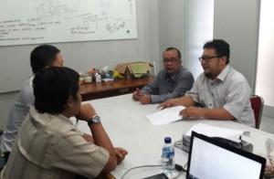 Dalam rangka meningkatkan webomatrics, tim redaksi dan pengelola web UIN Jakarta gelar rapat rutin mingguan. Bertempat di ruang redaksi BERITA UIN Online, Rabu (03/8).