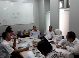 Wakil Rektor Bidang Kerjasama antar Lembaga Prof Dr Murodi MA saat memimpin rapat koordinasi Sub Bagian Publikasi dan Dokumentasi UIN Jakarta, Senin (29/08).