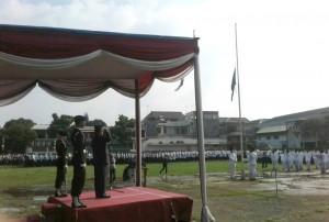 Rektor UIN Jakarta Prod Dr Dede Rosyada saat menjadi inspektur upacara pada pembukaan Orientasi Pengenalan Akademik dan Kemahasiswaan (OPAK) di Lapangan UIN Jakarta, Rabu (24/8).