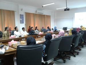 22 mahasiswa program studi magister psikologi UIN Jakarta mengikuti Orientasi Pengenalan Akademik (OPAK), Rabu (14/09), di Ruang Sidang Utama lantai 2 Fakultas Psikologi.