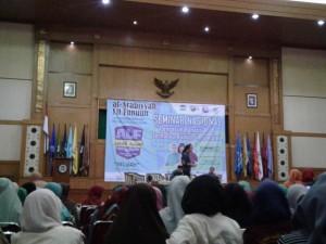"""Himpunan Mahasiswa Jurusan Pendidikan Bahasa Arab (PBA) kembali gelar Seminar Nasional bertajuk """"Pengaruh Bahasa Arab terhadap Budaya Indonesia"""". Acara yang digelar dalam rangka memriahkan al-Arabiyah Lil Funuun (aLF) ini dilaksanakan di Auditorium Harun Nasution UIN Jakarta, Senin, (26/9)."""
