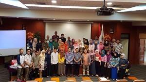 Dekan Fakultas Kedokteran dan Ilmu Kesehatan (FKIK), Prof Dr Arif Soemantri M.Kes memberikan materi Pengenalan Budaya Akademik Kampus (PBAK) dan Profesi Apoteker Terkini pada mahasiswa baru Profesi Apoteker semester genap hari ini, Jumat (2/9) di Auditorium FKIK.