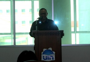 Rektor UIN Jakarta Prof Dr Dede Rosyada MA, saat memberikan sambutan pada peresmian penggunaan Pusat Perpustakaan UIN Jakarta, lantai tiga Pusat Perpustakaan, Kamis (08/09).
