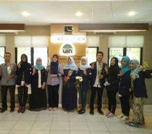 Peringati International Peace Day, DEMA UIN Jakarta Bagikan 1000 Bunga