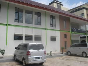 Gedung kampus Institut Ilmu Al-Qur'an (IIQ) Jakarta di Jalan Ir Juanda Ciputat Timur, Kota Tangerang Selatan, Banten. Gedung tersebut berdiri di atas lahan milik Kementetian Agama RI. (Foto Dok IIQ Jakarta)