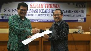 Arsip Nasional Republik Indonesia (ANRI) melakukan serahterima Sistem Informasi Kearsipan Dinamis (SIKD) dengan UIN Jakarta. Serahterima dilakukan di ruang Diorama, Selasa (11/10).