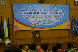 Hj Airin Rachmi Diany MH while giving a speech  in Prof Dr Harun Nasution Main Auditorium, Monday, (10/17).