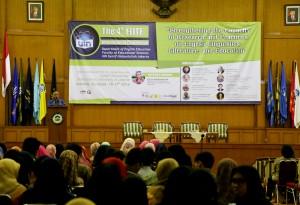 Konferensi Internasional keempat English Linguistics Literature, and Education (ELITE) yang berlangsung selama dua hari resmi ditutup. Acara yang ditutup secara resmi oleh Rektor UIN Jakarta Prof Dr Dede Rosyada MA ini berlangsung di Auditorium Harun Nasution, Rabu (19/10).