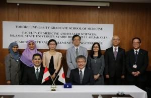 Delegasi FKIK UIN Jakarta berpose bersama pimpinan dan sejumlah pejabat Tohoku University usai penandatanganan MoU, Kamis (29/9/16) di Tohoku University, Sendai, Japan.