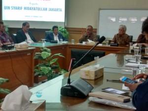 Lima mahasiswa UIN Jakarta berhasil mendapatkan beasiswa Gerakan Ekonomi dan Budaya Minangkabau (Gebu Minang). Penyerahan beasiswa berlangsung, Jumat (7/10), bertempat di Ruang Sidang Utama (RSU) UIN Jakarta.