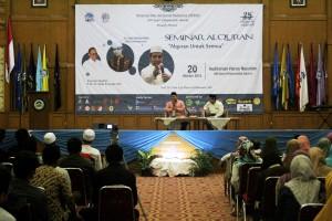 Dalam rangka mengisi rangkaian milad ke-28, Unit Kegiatan Mahasiswa (UKM) Himpunan Qari dan Qariah Mahasiswa (HIQMA) UIN Jakarta, hari ini menggelar seminar nasional dan khataman al-Quran bersama kampus se-Jabodetabek, Kamis (20/10) bertempat di Auditorium Harun Nasution kampus I UIN Jakarta.