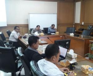 Pengelola website pusat dan fakultas UIN Jakarta melakukan Rapat Dalam Kantor (RDK). Rapat digelar dalam rangka mengoptimalisasi publikasi, sekaligus meningkatkan webometric UIN Jakarta. Bertempat di Ruang Sidang Utama (RSU), Rabu (12/10).