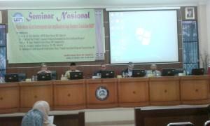 "Para pembicara seminar nasional bertajuk ""Aliran-aliran Islam Kontemporer dan Implikasinya bagi Harmonisasi Sosial dan NKRI"" (dari kiri ke kanan) Prof Dr Masykuri Abdillah, Dr As'ad Said Ali, Prof Dr Didin Saepuddin (moderator), Prof Dr M Atho Mudzhar, dan Dr Muhammad Luthfi. (Foto Nanang Syaikhu)"