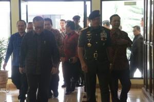 Beri Kuliah Kebangsaan, Panglima TNI Disambut Ribuan Mahasiswa