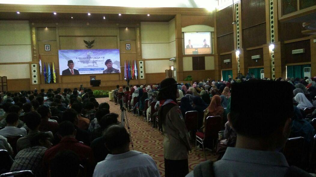Kehadiran Jenderal Gatot Nurmantyo disambut meriah oleh para mahasiswa