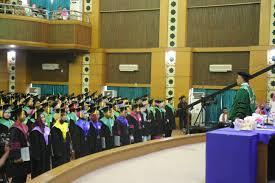 UIN Syarif Hidayatullah Jakarta menggelar wisuda sarjana ke-102, Sabtu-Minggu, (26-27/11), bertempat di Auditorium Utama Kampus I UIN Jakarta.