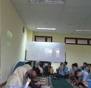 Santri UIN Jakarta Semarakkan Maulid Nabi