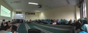 Mahasiswa UIN Jakarta yang tergabung dalam organisasi CSSMoRA (Community of Santri Scholars Ministry of Religious Affairs) secara bersama melaksanakan acara khataman al-Qur'an dan pembacaan shalawat.