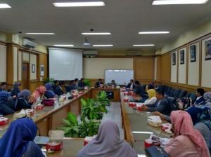 Sekolah Tinggi Agama Islam Negeri (STAIN) melakukan kunjungan ke UIN Jakarta. Bertempat di Ruang Sidang Utama (RSU), rombongan yang bertujuan mengetahui tengang UIN Jakarta lebih jauh ini, diterima oleh Wakil Rektor Bidang Akademik Dr Fadillah Suralaga MSi, Wakil Rektor Bidang Kemahasiswaan Prof Dr Yusran Razak MA, dan Wakil Rektor Bidang Kerjasama Prof Dr Murodi MAg, Senin (30/1)