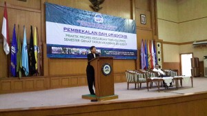 Deputy dean of General Administration Dr. Ahmad Sofyan, M.Pd from The Faculty of Tarbiyah and Teachers Training (FITK) UIN Jakarta about sent its 520 students to participate in 2017 odd semester Praktik Profesi Keguruan Terpadu (PPKT), Monday, (1/16) in Harun Nasution Auditorium.