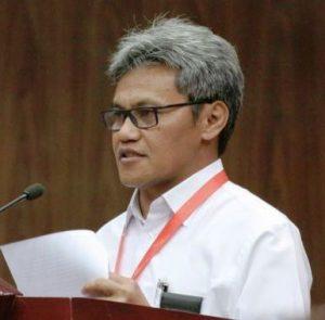 Sekretaris Jenderal Kementerian Riset, Teknologi, dan Pendidikan Tinggi (Kemenristek Dikti), Prof. Ainun Na'im Ph.D., MBA. Menurutnya, perubahan status perguruan tinggi menjadi Perguruan Tinggi Negeri (PTN) Berbadan Hukum bukan merupakan komersialisasi pendidikan.