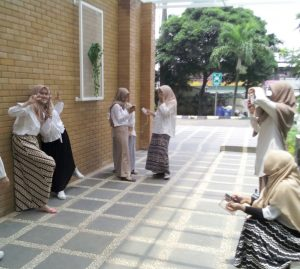 Make a Moment in Rectorate Building Wall